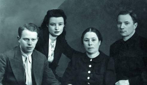 Русские молодая семья пригласили к себе негра