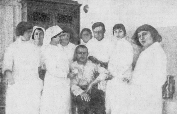 Вмосковском лазарете при фабрике Белова скошерной кухней для солдат‑евреев. Фото, опубликованное в«Новом восходе» № 2. 15 января 1915