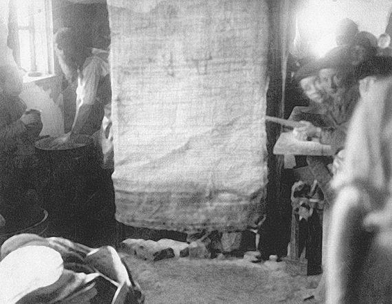 Выпечка мацы. Фотография Соломона Юдовина. 1914. Фонд центра «Петербургская иудаика»