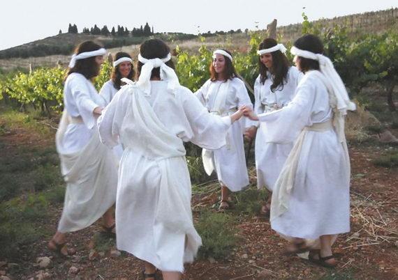 Танцы увиноградников. Празднование 15 ава наразвалинах древнего города Шило